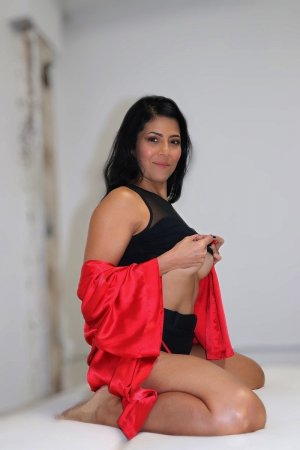 Hetan live escorts, nuru massage