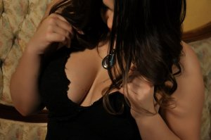 Djemilla nuru massage in Town 'n' Country FL
