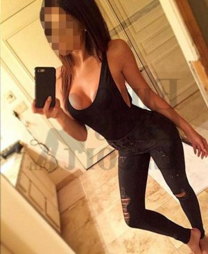 Delisia tantra massage in Waukesha